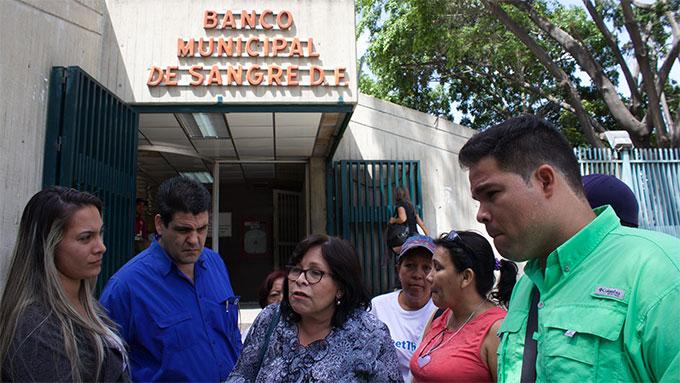 Pacientes con hemofilia a las puertas del Banco Municipal de Sangre