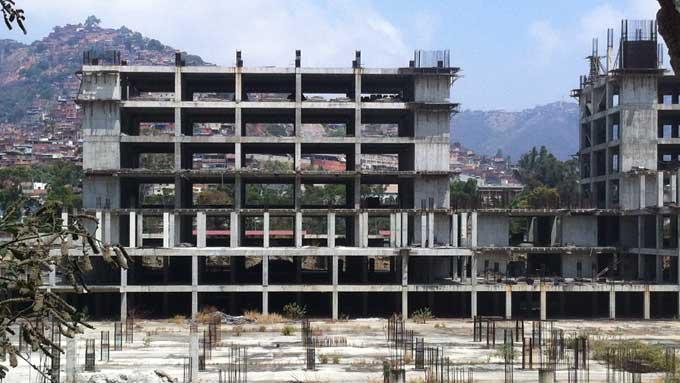 Barrio Adentro IV: Seis hospitales prometidos y olvidados