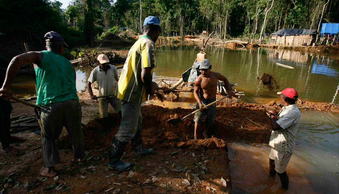 trabajadores arco minero